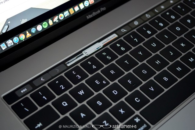 macbookpro15-touchbar-safari