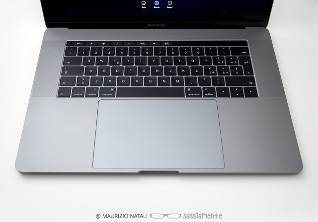 macbookpro15-touchbar-trackpad