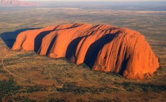 La roccia sacra degli aborigeni australiani: Uluru
