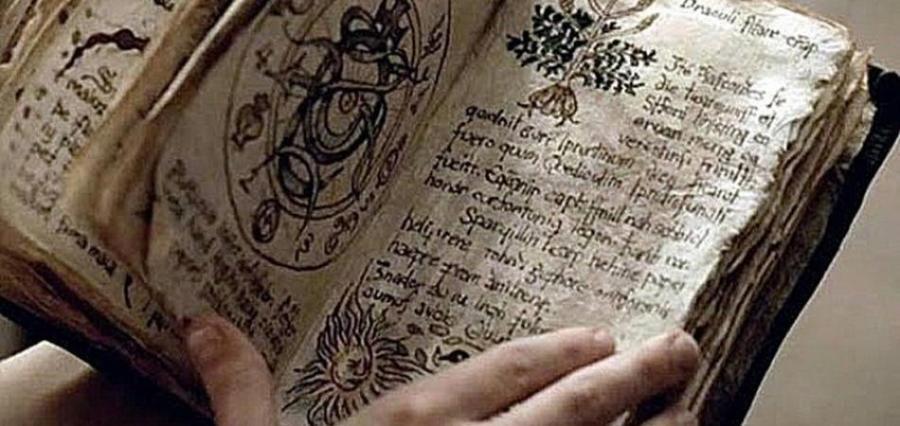 libro antico magia