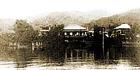 ▲湖畔に佇む「さぎのゆ」