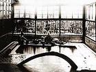 ▲当時、諏訪では唯一の コンクリート浴槽(中央線の 開通で東京からのお客様で 大いに賑わった)