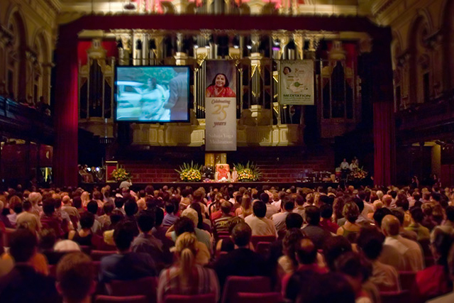 shri-mataji-at-the-sydney-town-hall | Sahajayoga Reviews