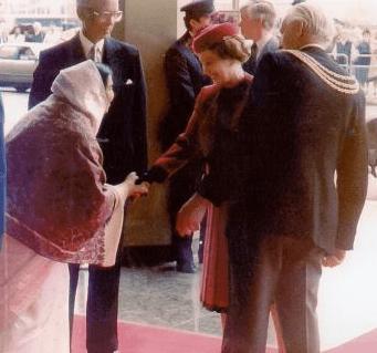 Shri Mataji & Queen Elisabeth II In London