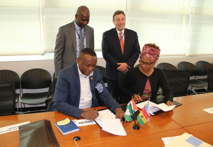 Executive Director, Sahara Group Temitope Shonubi signing the Memorandum of Understanding with UNDP to Promote Sustainable Energy and SDGs in Africa.