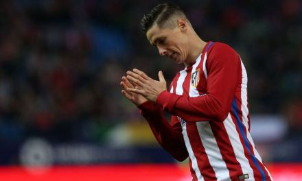 VIDEO: Fernando Torres leaving hospital after head injury