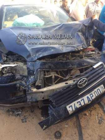 السيارة تضررت بسبب اصطدامها بأحد المنازل (صحراء ميديا)