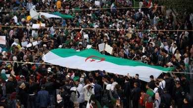 Photo of مئات الآلاف يتظاهرون في الجزائر مطالبين بالتغيير