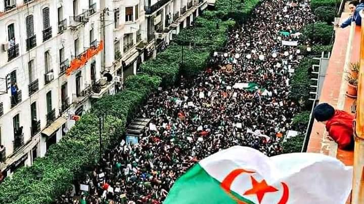 أرشيف- متظاهرون في الجزائر