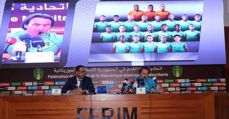 مدرب المنتخب الموريتاني، كورينتان مارتينز، و رئيس الاتحادية الموريتانية لكرة القدم أحمد ولد يحي -صفحة الاتحادية الموريتانية لكرة القدم على الفيسبوك