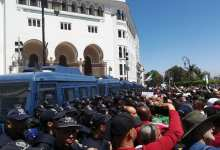 متظاهرون جزائريون (موقع كل شيء عن الجزائر)