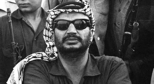 الزعيم الفلسطيني الراحل ياسر عرفات ( أغسطس 1929 - 11 نوفمبر 2004 )