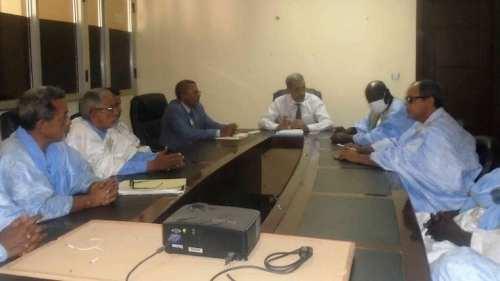 وزير التنمية الريفية في اجتماع مع المزارعين أمس الثلاثاء