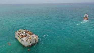 شركة إيفاج الفرنسية تثبت أول خرسانة في عمق المحيط ضمن جدار حماية المنشئات من الأمواج