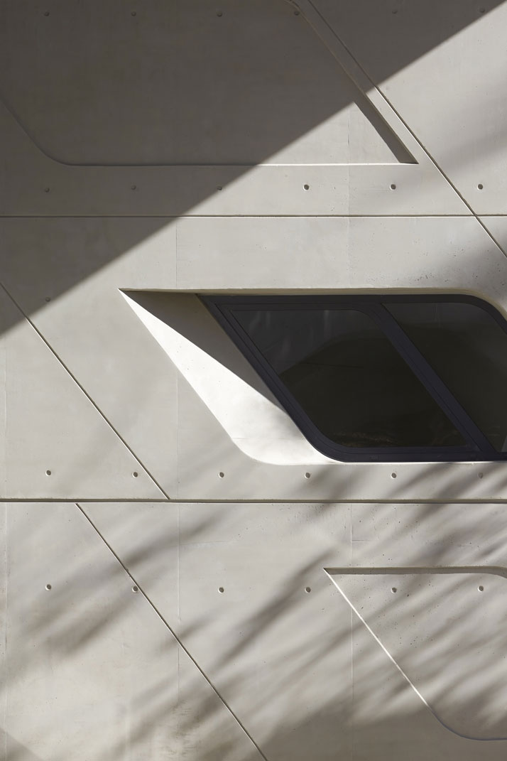 021-zaha-hadid-Issam-Fares-Institute-for-Public-Policy-and-International-Affairs-at-the-American-University-of-Beirut