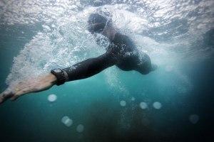 ساعة بولار للتدريب المتقدم | ساعة رياضية ضد الماء متقدمة لقياس لقياس النبض والسعرات الحرارية مع نظام تحديد المواقع مدمج وقياس لياقتك البدنية والتقدم الذي تحرزه