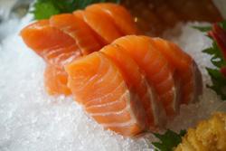 مأكولات-لزيادة-الطاقة-بشكل-طبيعي--فوائد-الصحية--سمك-السلمون-أوميغا-3--2-