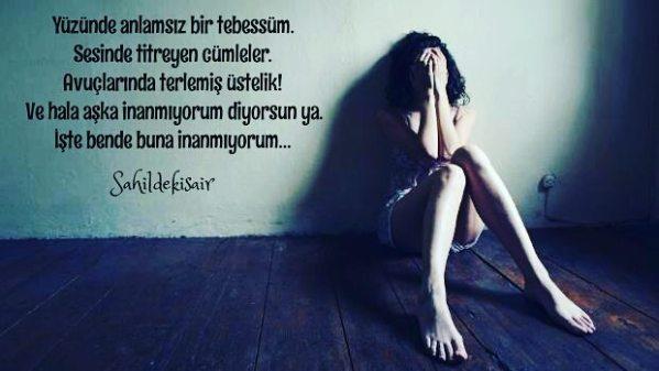 Yüzünde anlamsız bir tebessüm. Sesinde titreyen cümleler. Avuçlarında terlemiş üstelik.! Ve hala aşka inanmıyorum diyorsun ya. İşte bende buna inanmıyorum... #sahildekisair #sinanyıldızlı #yenikitap #kitap #kitapkokusu #kitapyurdu #edebiyat #şiirheryerde #şiirsokakta #şairlerkahvesi #Şair