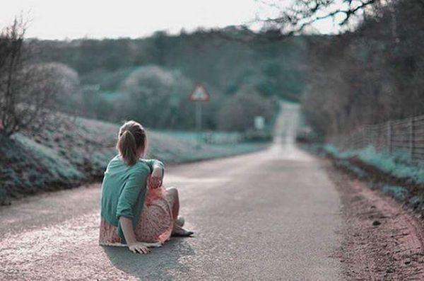 Ne çok özlemişim bugün anladımGözümden süzülen yaşlar söylediNe yaptıysam seni unutamadımAdını yazdığım taşlar söylediYerime başkasını bulsun demişsinBenden artık uzak dursun demişsinKahrolsun, yıkılsın, ölsün demişsinPencereme konan kuşlar söylediSevdan yüreğime düşen umuttuHangi zehirli yılan elini tuttuGözlerin gözlerimi ne tez unuttuKirpikler ağladı kaşlar söylediBU SÖZLERİ SANA YAZDIM KİTABINDAN... Sahildeki Şair Sinan Yıldızlı#Şair#Şiir #şiirsokakta#söz #edebiyat #yeni #ayrılık #yenikitap