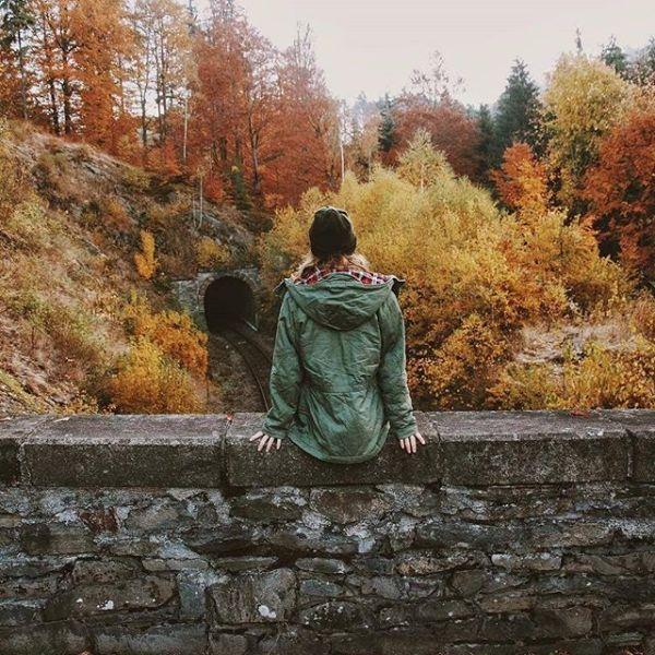 Yüreğim tövbeli,ben aşka sürgün,Artık dayanacak gücüm kalmadı,Olur da dönersen geriye bir gün,Sana söyleyecek sözüm kalmadı,O kadar yalvardım duymadın bile,Her günüm ızdırab,her anım çile,İntizar yüklenip çöksede dile,Sana söyleyecek sözüm kalmadı,Artık önemi yok hasret çeksemde,Kuruyan gönlüme sevda eksende,Seviyorum deyip yemin etsende,Sana söyleyecek sözüm kalmadı,Sevmekten yana bitti umudum,Boşa kürek çektim artık yoruldum,Anca toparlandım,yeni duruldum,Sana söyleyecek sözüm kalmadı,Bilirsin seni ne çok sevmiştim,Ömrümü uğruna yol eylemiştim,Pişman olacaksın,ben söylemiştim,Sana söyleyecek sözüm kalmadı.Sinan Yıldızlı/Sahildeki Şair#Şair#Şiir #şiirsokakta#söz#edebiyat #güven #adamgibiadam #sadakat#repost
