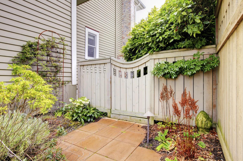 Spruce up your 'side yard' on Side Yard Walkway Ideas id=30151