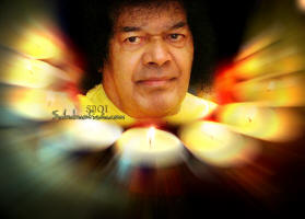 sri-sathya-sai-baba-surrounded-with-light-of-love