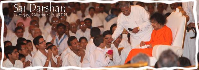 sri-sathya-sai-baba-darshan-in-prasanthi-nilayam-today-26102010.