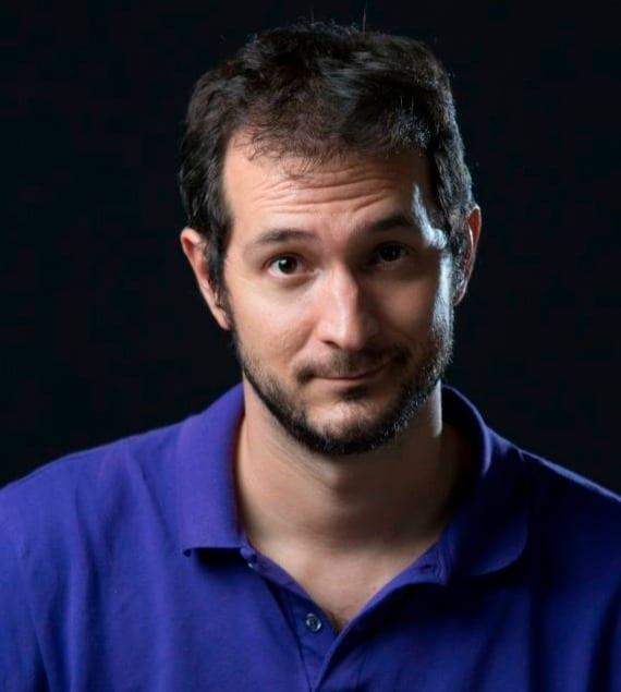 Carlos Fialho escreve às segundas-feiras