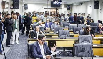 Álvaro Dias corta cargos de vereadores e reajuste ilegal da tarifa de ônibus é mantido