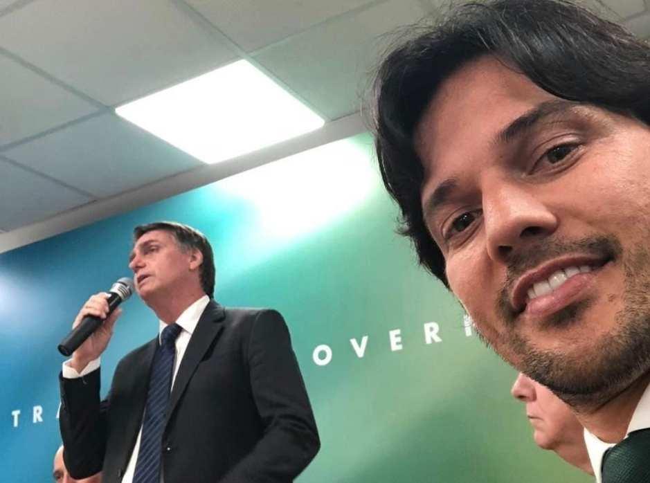 Natália Bonavides denuncia ataque de Bolsonaro aos trabalhadores; Fábio  Faria comemora
