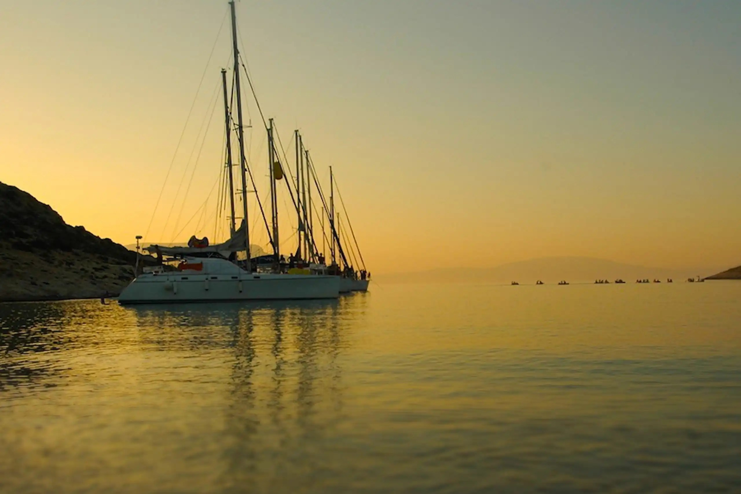 Flottiglie estive in barca a vela e il gioco delle coppie