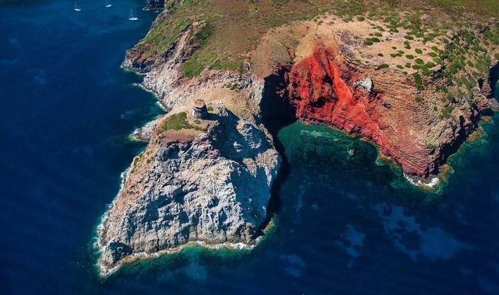 Isola di Capraia, totani e tanta storia.