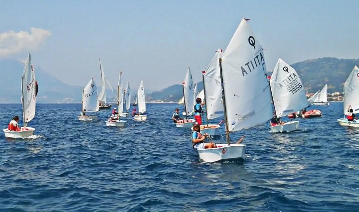 Barca a vela e bambini: 10 motivi per fare questo sport.