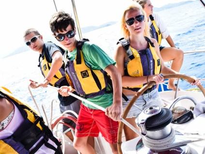 yacht_teamwork