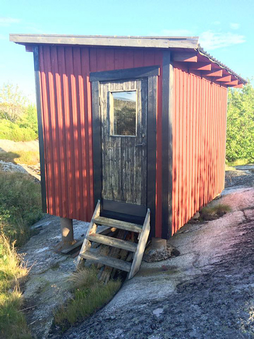 Huvudskar hideway: in ubiquitous Swedish red