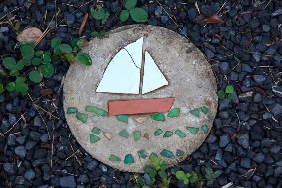 lafinca_sailboat_stone