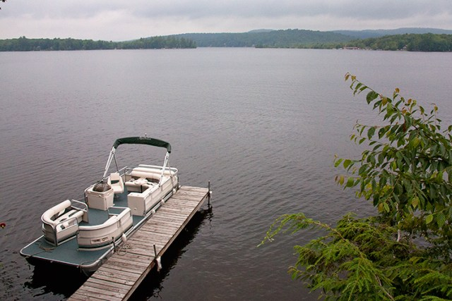 Canada_Lake_pontoon