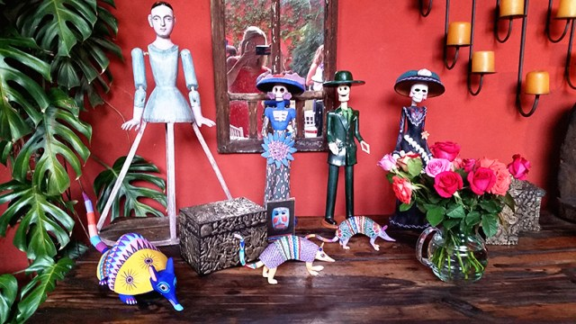 These Día de Muertos (Festival of the Dead) figurines are seen all over San Miguel de Allende.