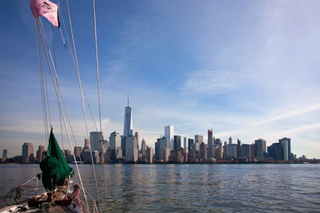 downtown_manhattan_sailboat