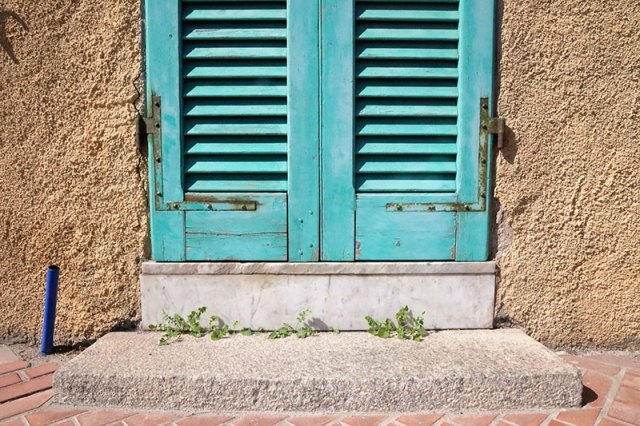 Beautiful colors amplify the town of La Maddalena.