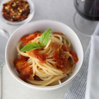Vegan Gluten-Free Tomato Pasta Pomodoro | www.sailsandspices.com
