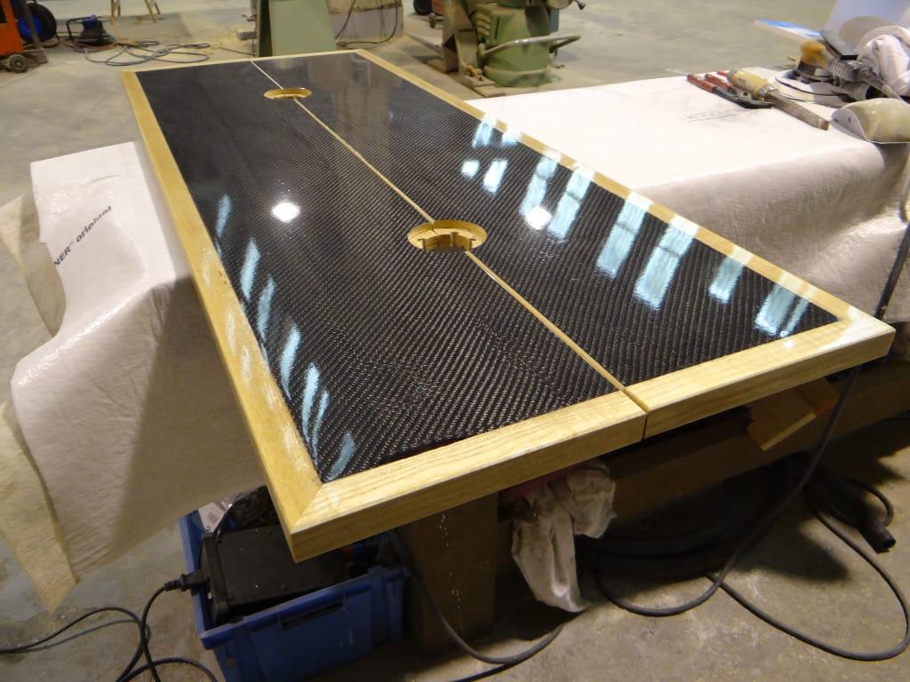 Table Carbone brillant