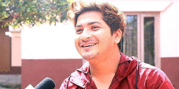 आज पथरीमा नेपाल आईडलका प्रताप दासको  प्रस्तुति