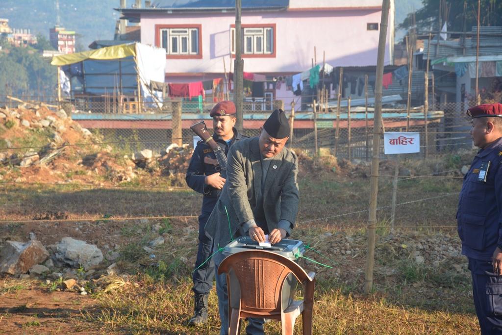 यातायात मन्त्री नेम्बाङले फिदिम १ मा मतदान गरे, पाँचथरमा शान्त वातावरणमा मतदान मतदान जारी