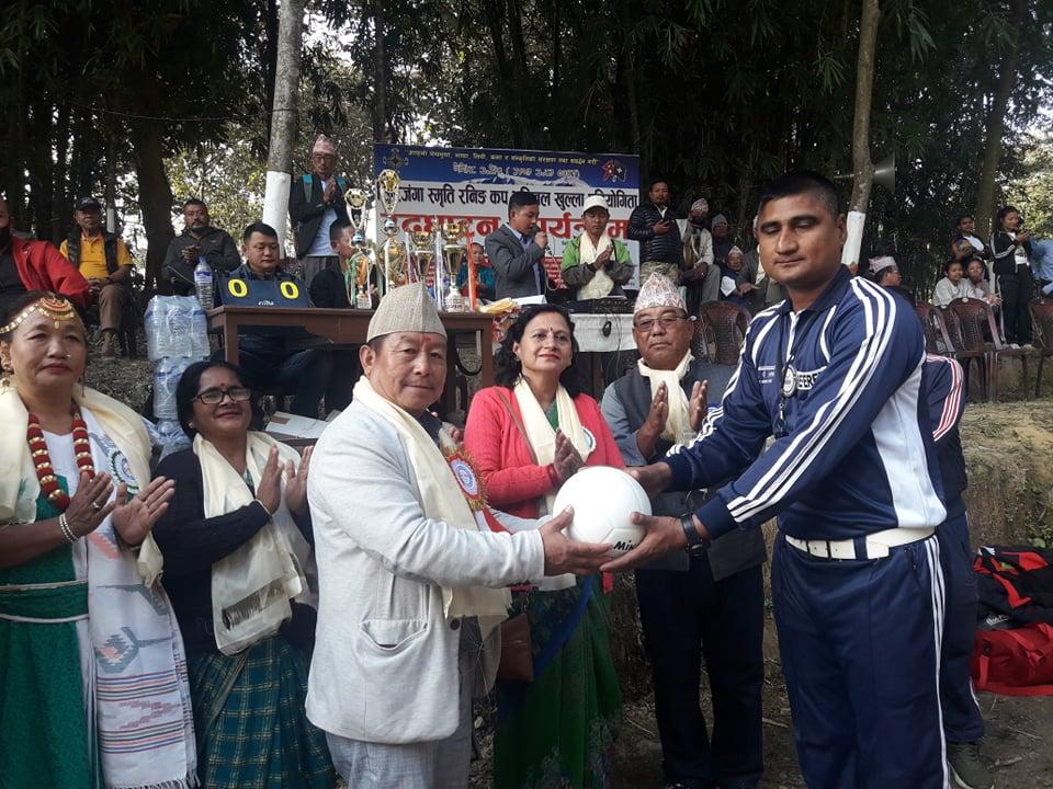 सिरिजङ्गा स्मृति रनिङ कपः एभरेष्ट र बहुमुखीको विजयी सुरुवात