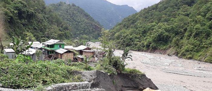 बाढीका कारण गर्जुवा गाउँ जोखिममा