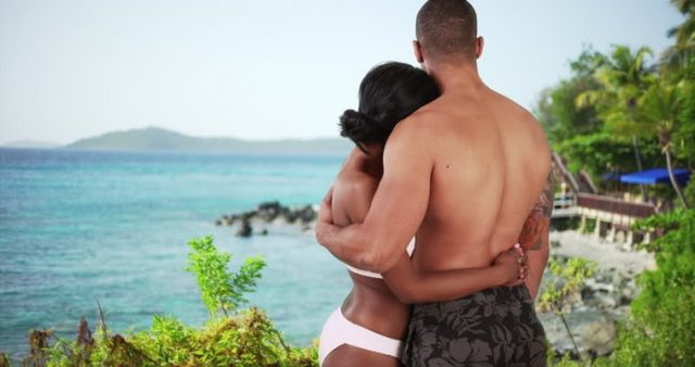 couple_on_vacation