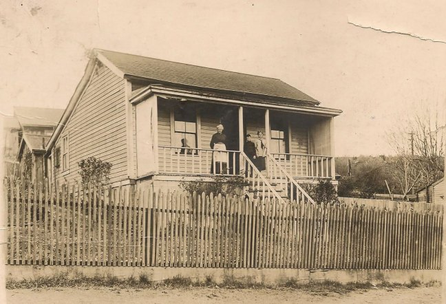 David Davidson family house, 1030 2nd Avenue, Ladysmith, circa 1905 (Davidson family photo - private collection -used with permission)