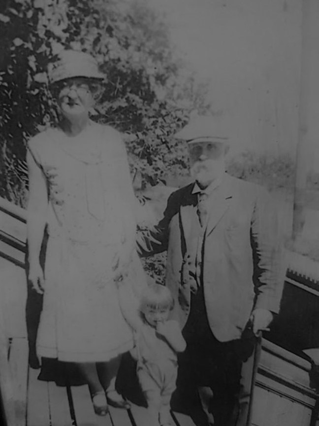 Andrew John McMurtrie and Edna Wall, in Ladysmith, circa 1930 (photo courtesy of Greg Bertrand - used with permission)