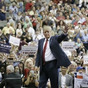 Image result for TRUMP Waving to crod